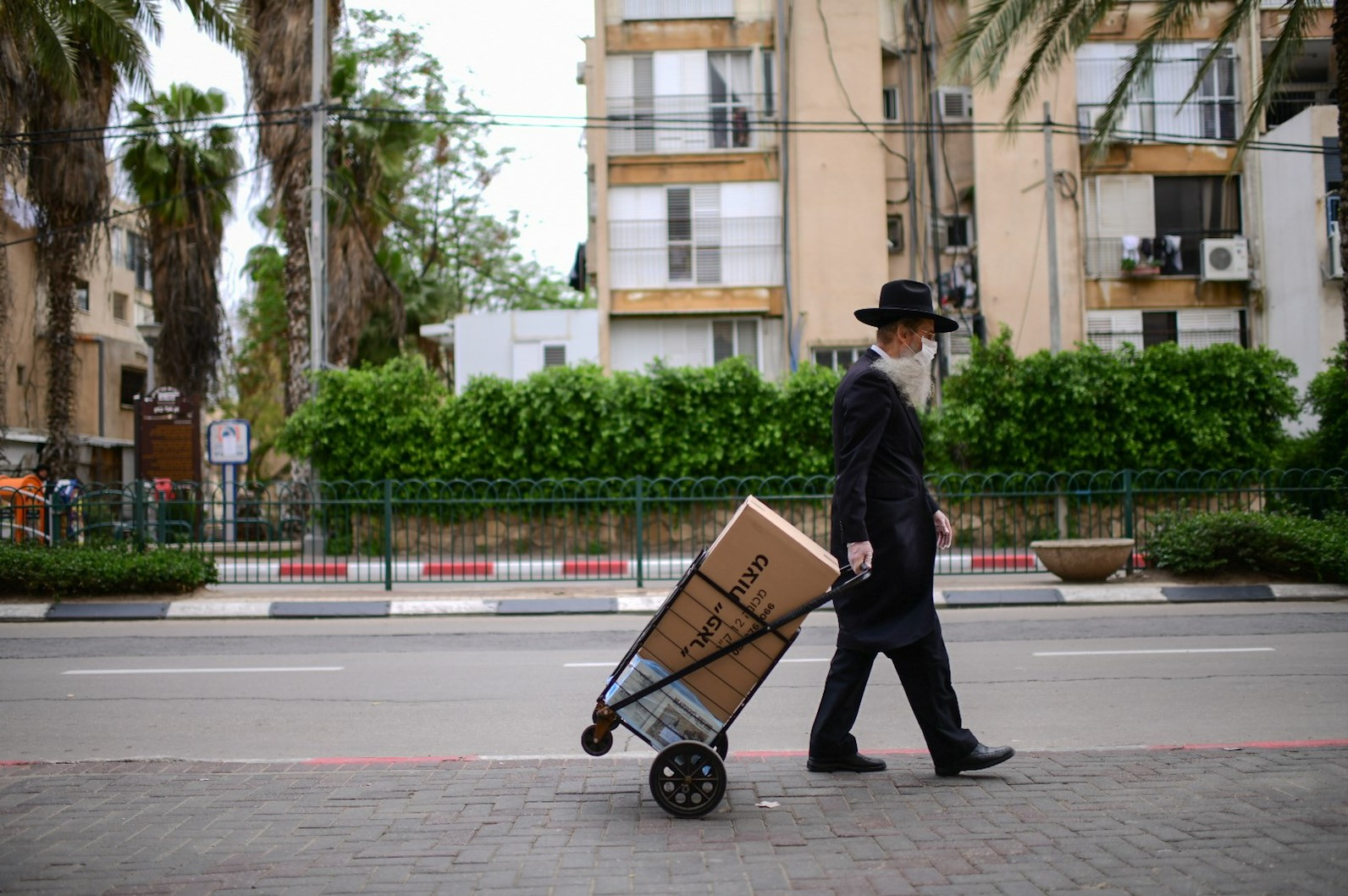 Bnei Brak, Israel, 1/4/2020). (Tomer Neuberg/Flash90)
